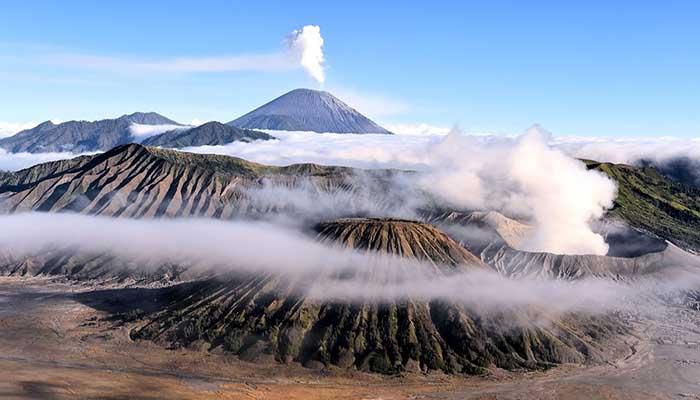 Вулкан Бромо из далека