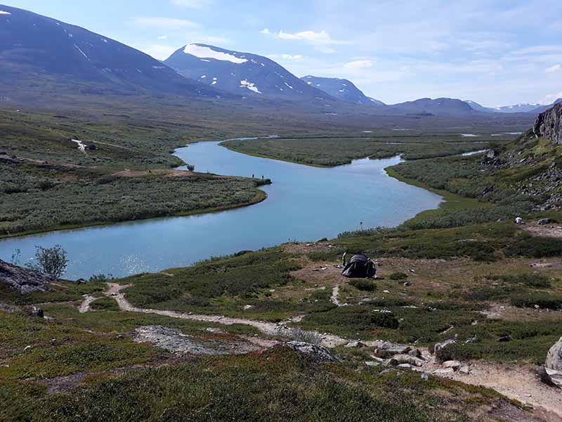вид на реку в горах швеции