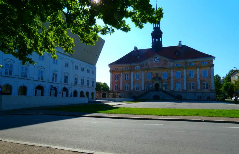 Нарвская ратушная площадь сегодня