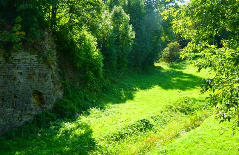 Разрушенная стена бастиона Хонор