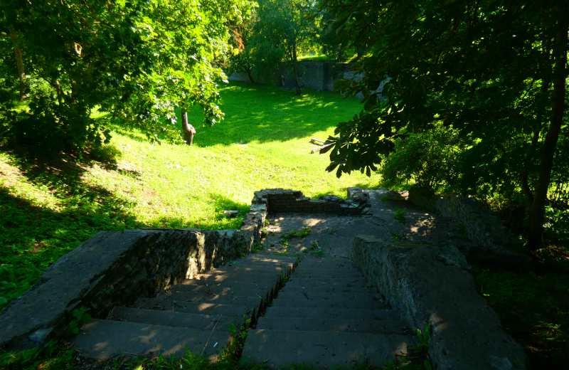 Ров между бастионами Фама и Триумф